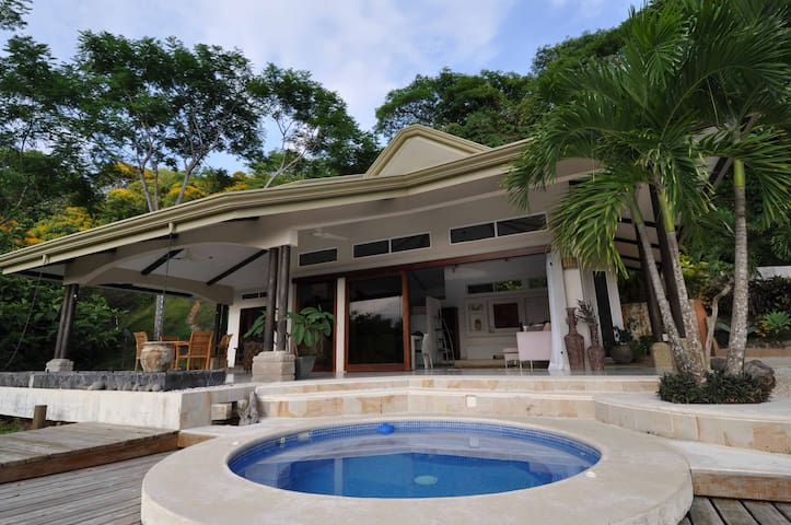 Casa Mar y Canto.Pacific Ocean Rain Forest Retreat - Dominical - Haus