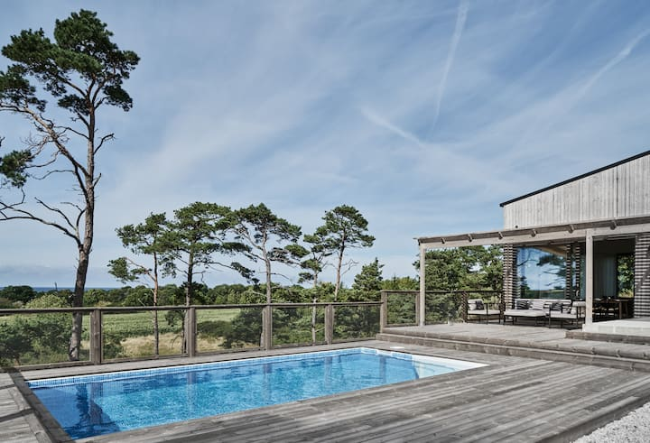 Private ocean view home w/ pool close to Visby