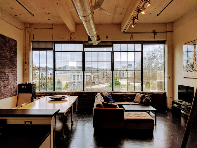 Loft on Beltline w/ Skyline View