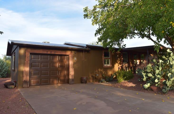 Ricky's Desert Oasis - Ivins - House