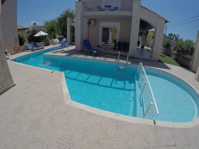 Villa Koukles- Beach front house- Family friendly - Malathiros - 別荘