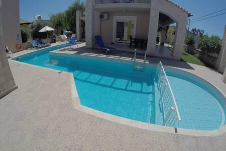 Villa Koukles- Beach front house- Family friendly - Malathiros