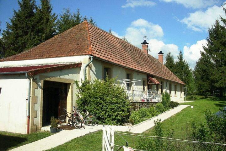 Chaleureuse maison de vacances en Auvergne.