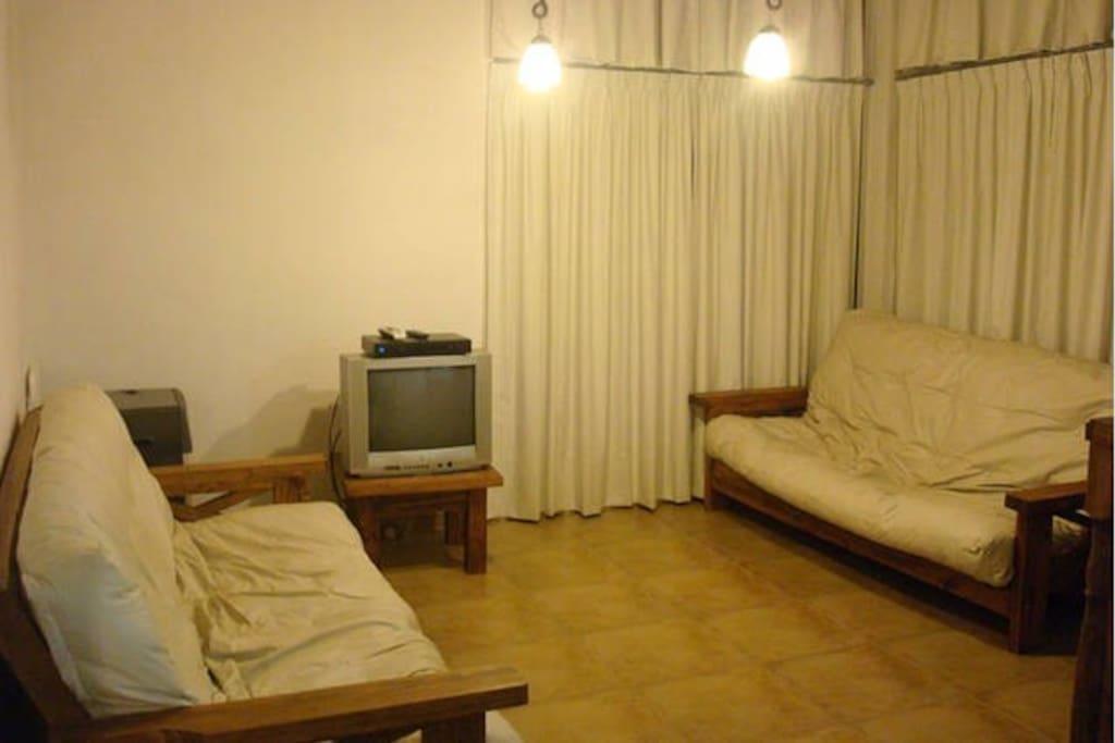 Dos futones de dos plazas cada uno (se transforman en camas de dos plazas)