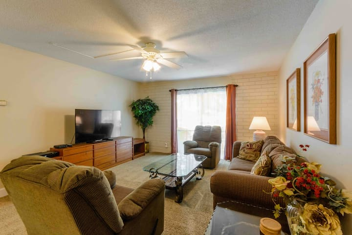 2 BR Condo, walk 1 block to UF, Shands, VA. -- H4