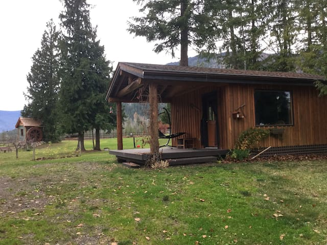 Canada British Columbia North Shuswap. Cozy Cabin - Celista - Cottage