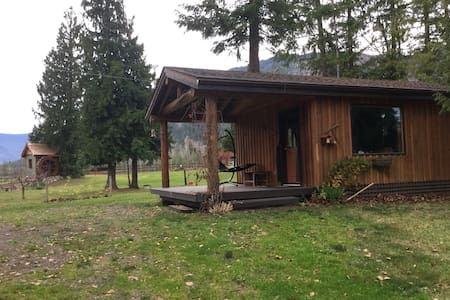 Cozy Cabin in The North Shuswap. - Celista