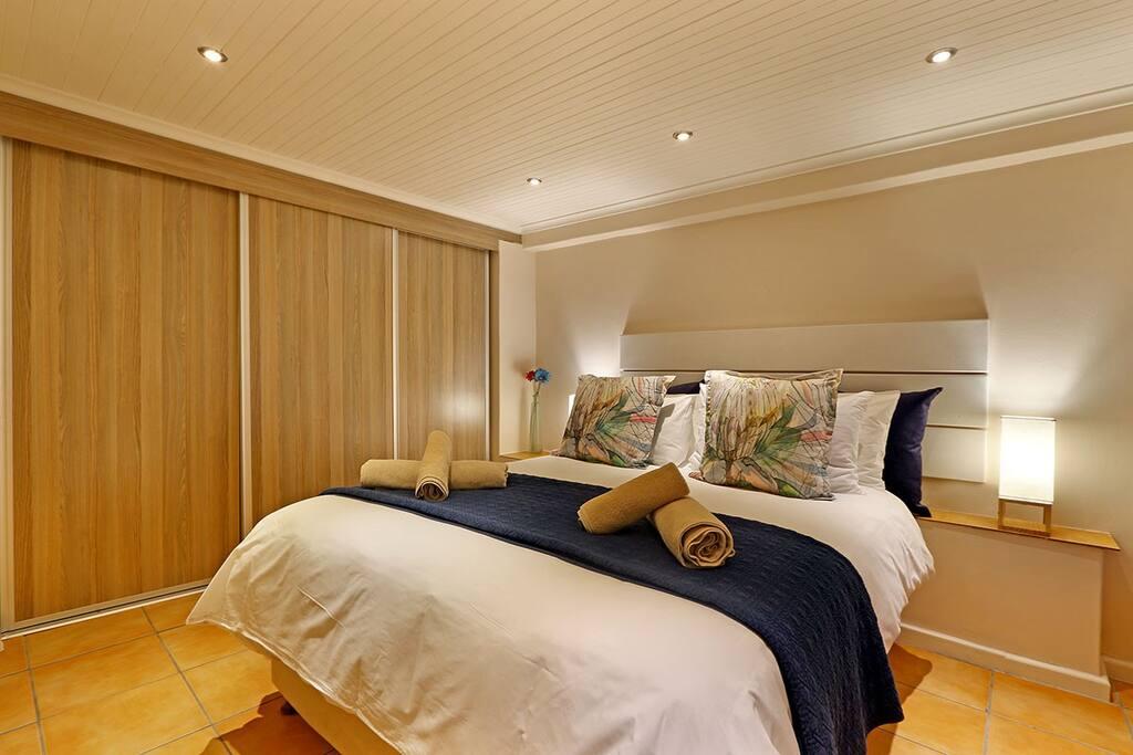 Skye Cottage bedroom with queen bed