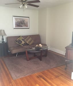 Charming 2BD w/parking near city - Pittsburgh
