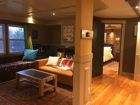 Modern rustic suite . Walk to National Harbor