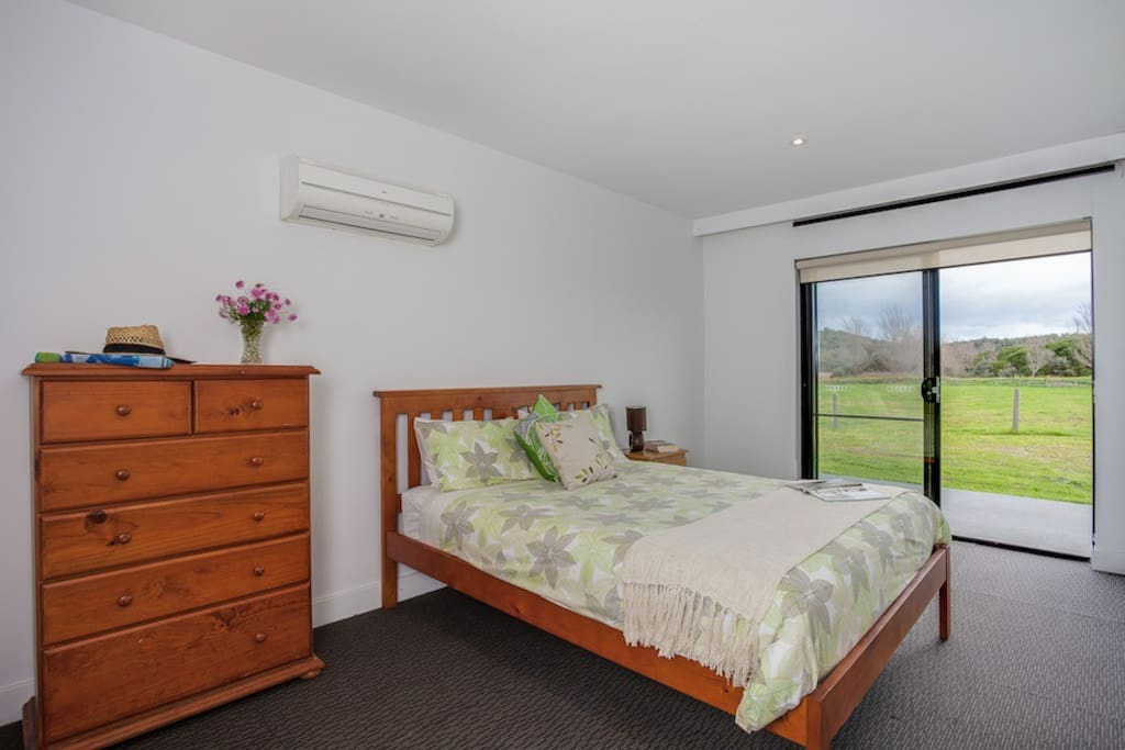 Queen bedroom with airconditioning