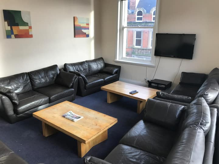 Large 13 Bed flat Ideal 4 Groups 3rd Night Free