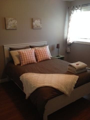 Private In-law Suite on Quiet Cul-de-sac - Fredericton - Huis