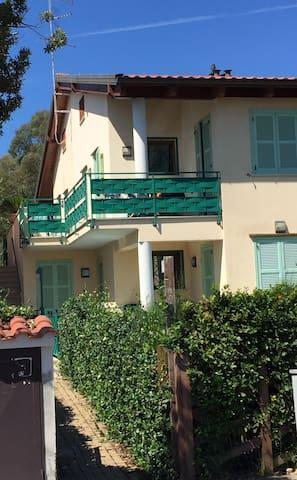 Casa Gardenia dall'entrata