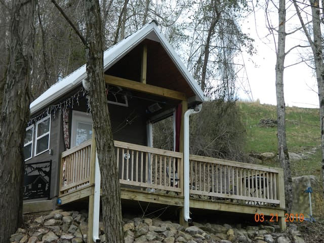 TTINY CABIN,  INDOOR POOL, Chatt. TN 21 miles
