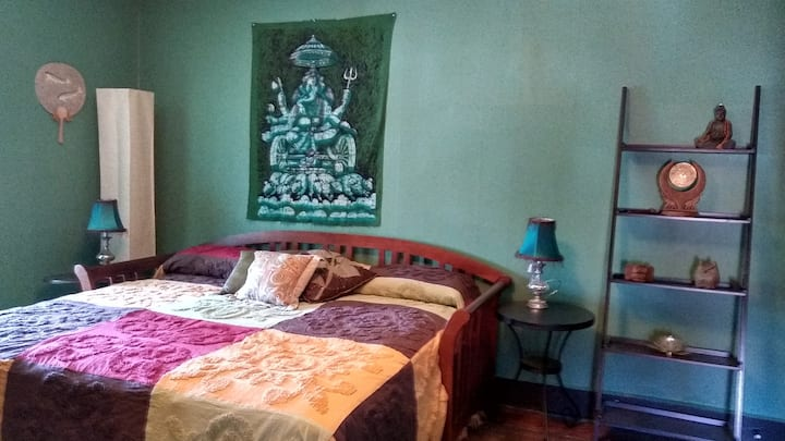 BellaDonna Inn Bed & Breakfast - Sacred Lotus Room