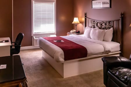 Depot Inn & Suites - King Room