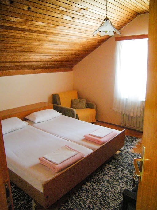 Double bed room with air-conditioning, storage/closet and free WiFi.