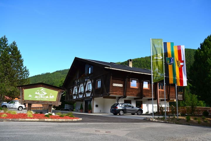 Nice apartment within walking distance of skiing area, in spa town Bad Kleinkirchheim
