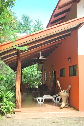 COZY RAIN FOREST FARM HOUSE - Puerto Jiménez - House