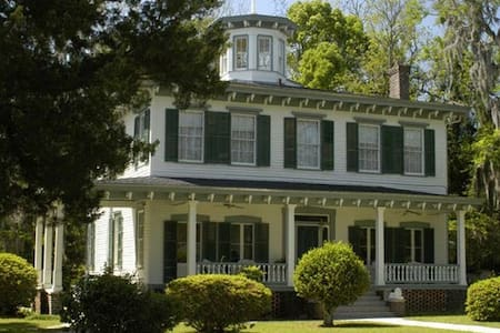 Denham House BNB Blue Room-Monticello/TLH