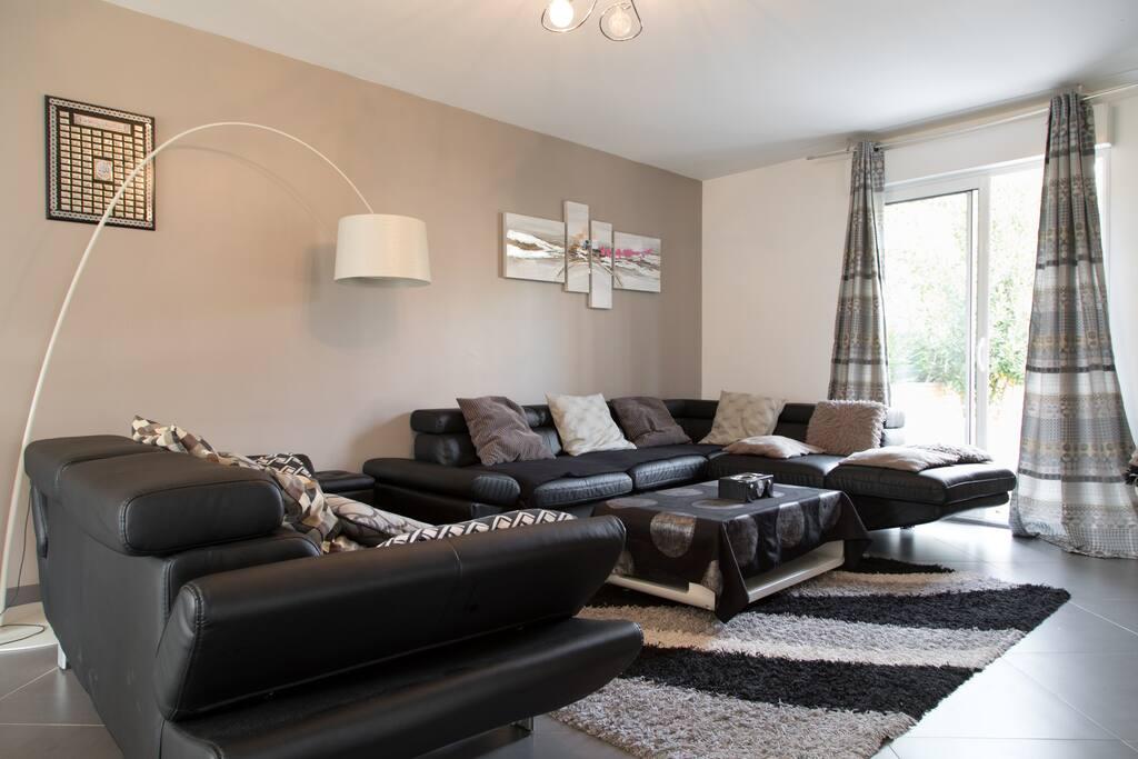 220 m expos villepinte le bourget paris disney houses for rent in aulnay sous bois le de. Black Bedroom Furniture Sets. Home Design Ideas