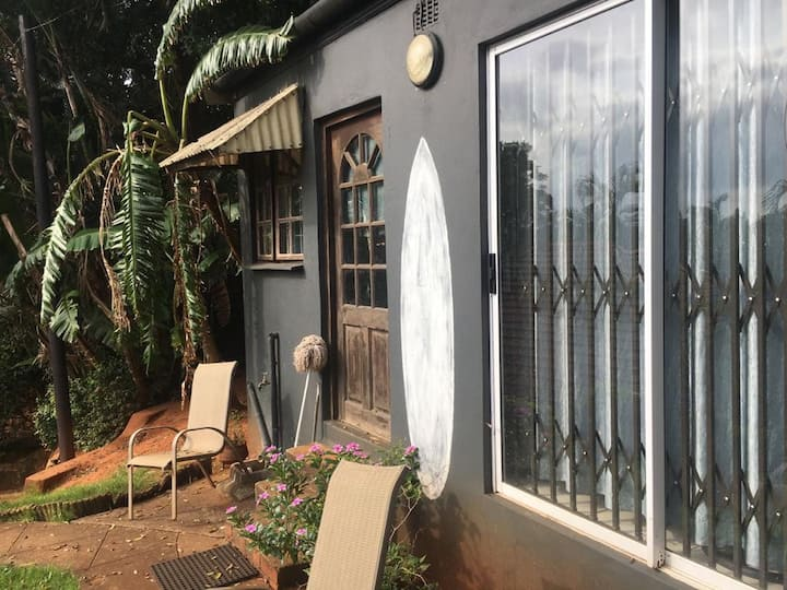 Quiet/ private Granny cottage in Durban north.