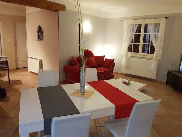 Maison de charme à mi chemin entre Aix & Marignane - Velaux - House