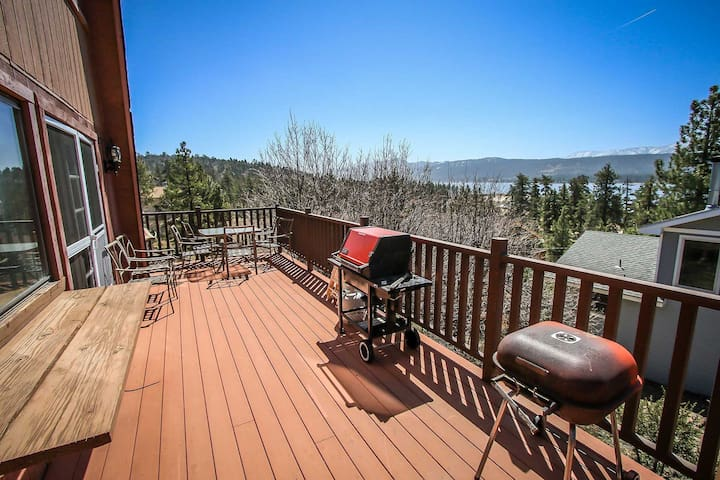 Grande Lodge Lake View Tri Level Home~Kitchen/Dining/FP On Each Level~Garage~ - Fawnskin
