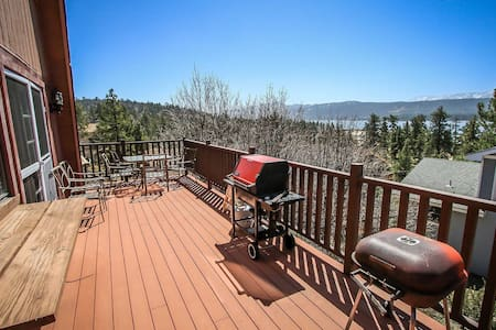 Grande Lodge Lake View Tri Level Home~Kitchen/Dining/FP On Each Level~Garage~ - Fawnskin - Talo