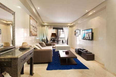 Luxury apartment+pool+airport transfer
