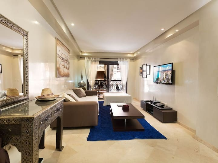 Luxury apartment+pool+airport transfer