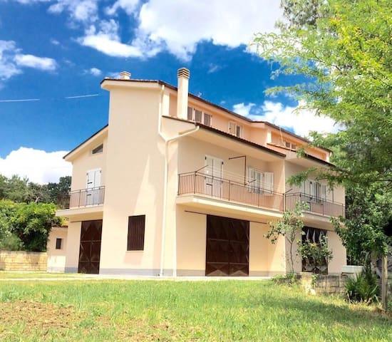 "Splendida Villa ""La Grande Quercia"" - Tricarico - Casa de camp"