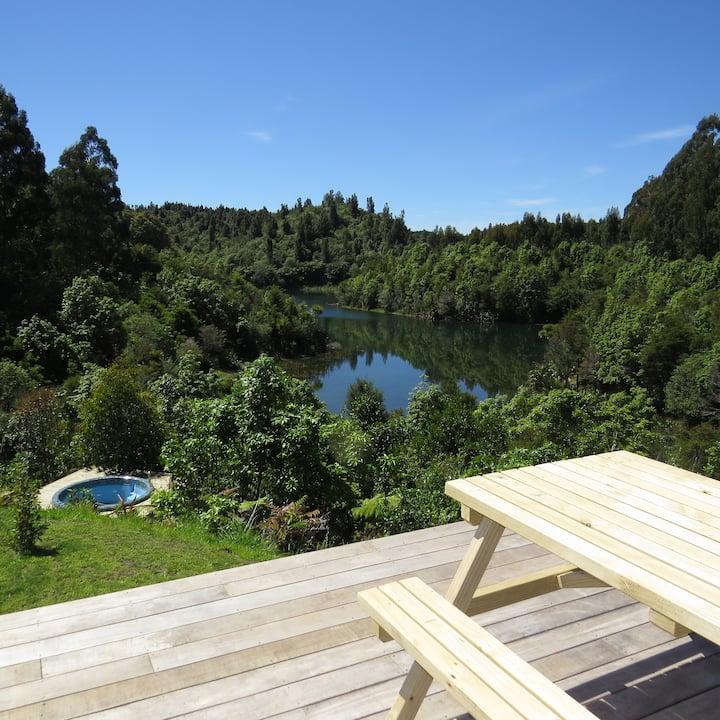 Stunning & Private Barefoot Lodge, Lake Rotoehu