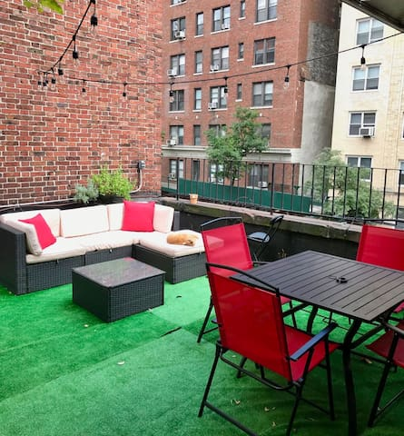 NYC Summer Oasis! Huge Private outdoor terrace