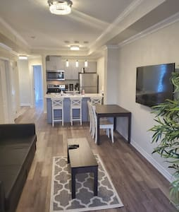 Bright, Modern, Conveniently Located Townhouse