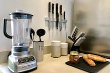 Fully equipped Kitchen with Blender, Coffee machine, Toaster, Electric kettle.