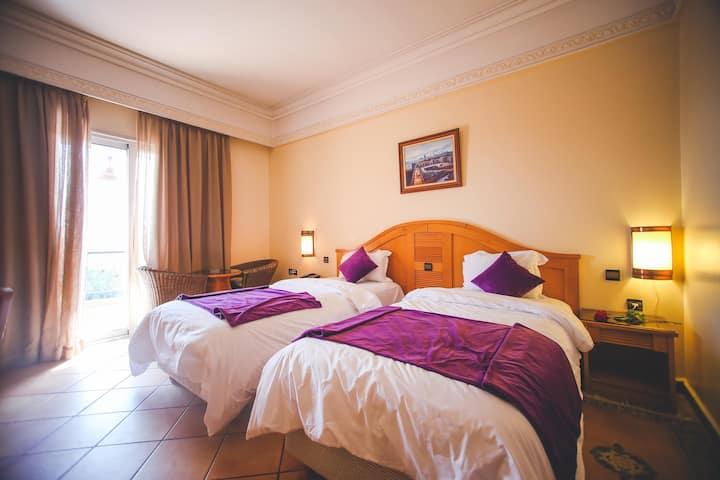 Chambre Double avec Balcon a l'hôtel Menzeh Dalia