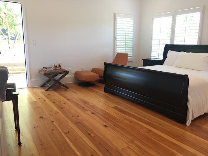 Large Suite (Near DWTN ATL)