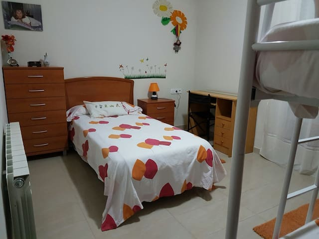 3Bed Room with toilet - Terrassa - Ev