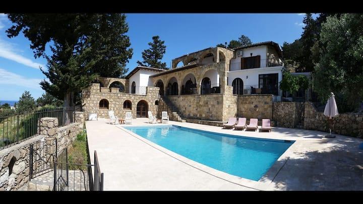 Villa Zirve in Lapta/Karsiyaka.