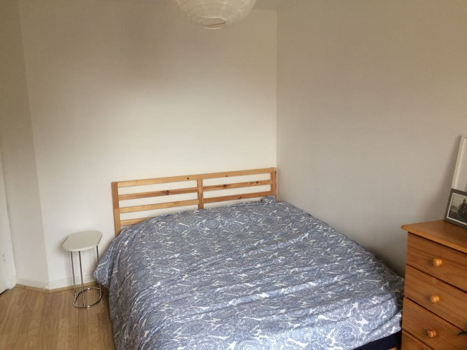 Nice large king size bed. The bedroom is facing away from the street, so it's also very quiet.