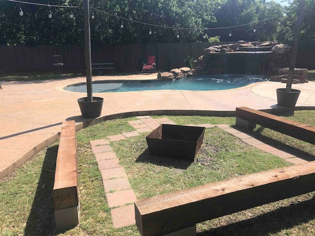 Guest House Hideaway: 1 mile From White Rock Lake