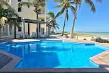 Hermoso departamento frente al mar en Progreso Yucatan, 3 recamaras, 2 baños, mas un cuarto de servicio con baño. Totalmente equipado, con internet, televisión por cable.