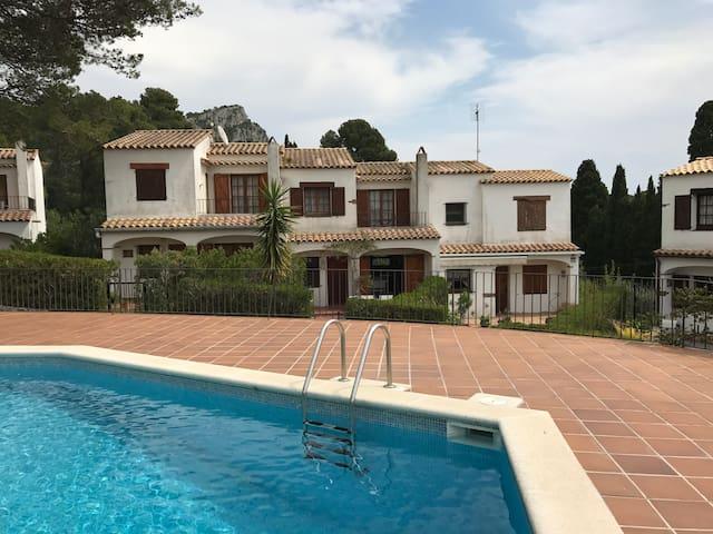 Casa en preciosa urbanización privada en Estartit - Torroella de Montgrí - Huis
