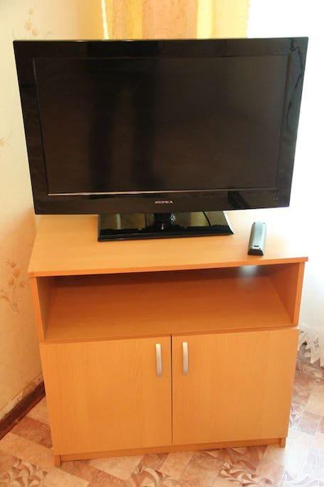 Телевизор в большой комнате