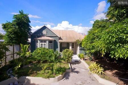 The Central Retreat by Bohemian Lodges - Kingston - Villa