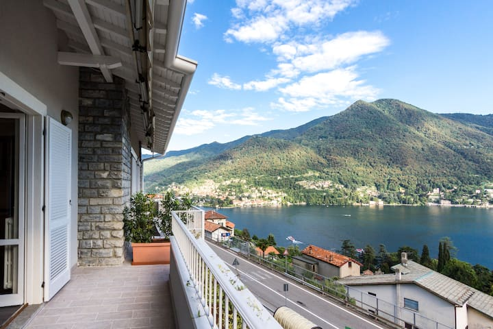 Amazing Modern Lake View apartment in Moltrasio