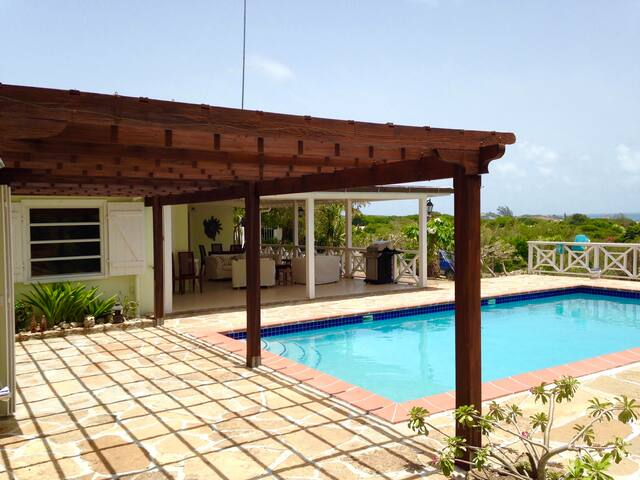 Hotel style room in villa+Wifi+pool+transfer
