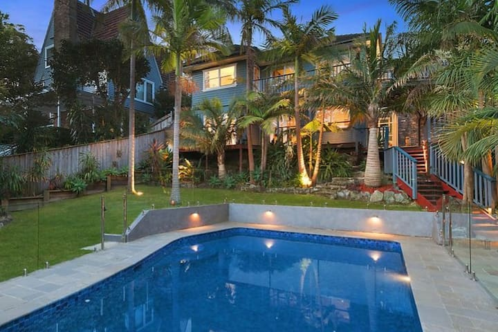 Tropical oasis in central Northern Beaches